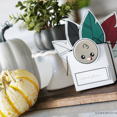 paper treat boxes in the shape of turkeys make simple thanksgiving favors or placecard