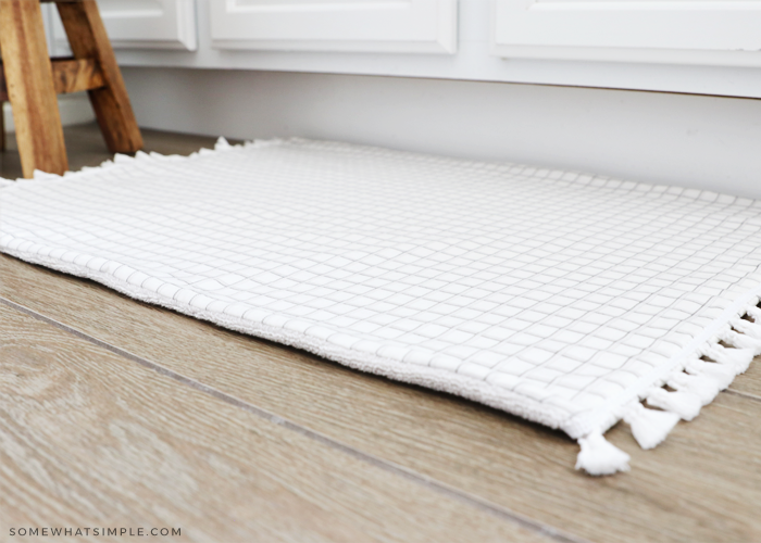 how to make a bath mat with a sheet and towel