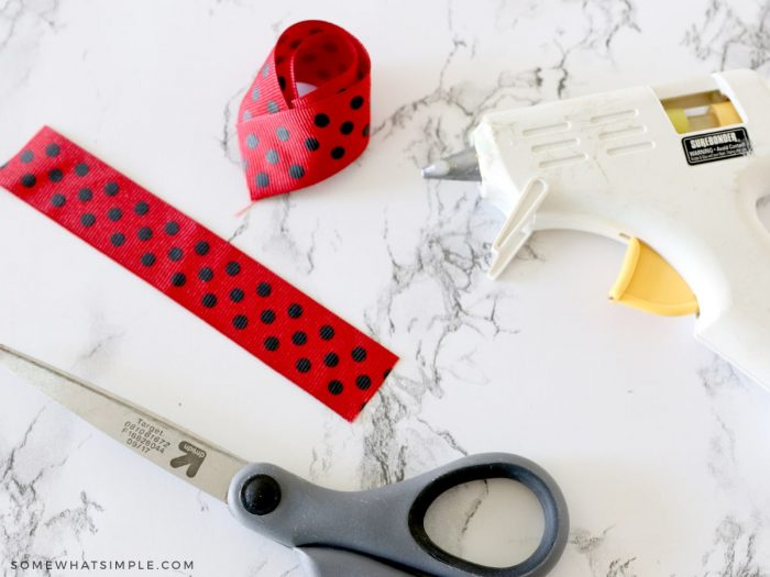 second loop of ribbon to make a lady bug with ribbon